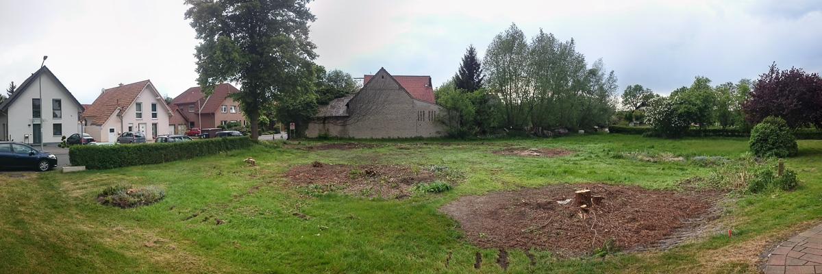 Panoramasicht auf die gerodeten Grundstücke von uns und unseren neuen Nachbarn