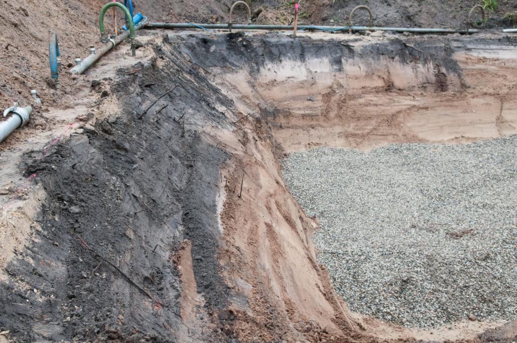 Der Boden sieht gut aus, wir haben keinen Schutt o.Ä. gefunden.