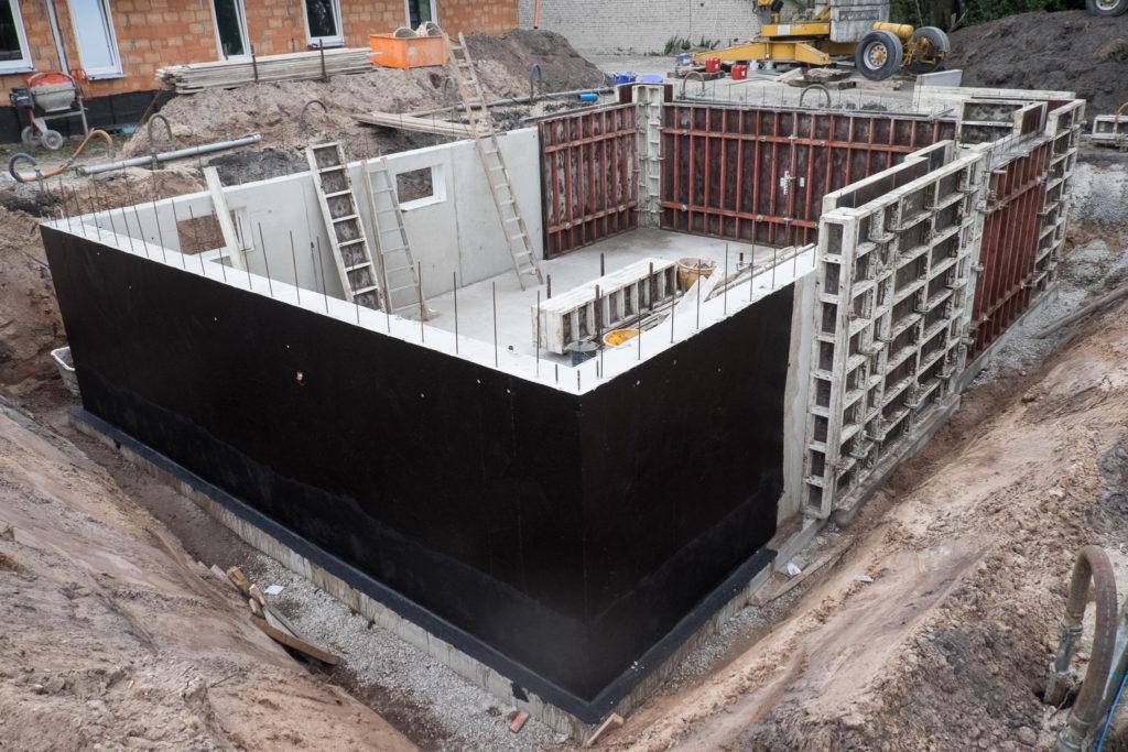 Montag wurden die Kelleraußenwände fertiggestellt