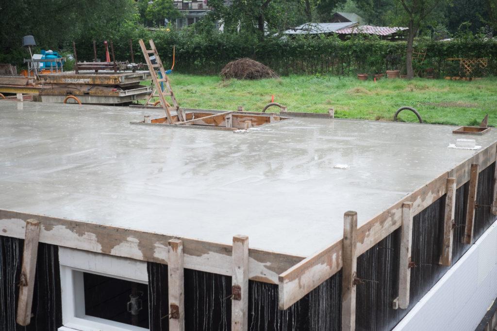 Der erste Regentag während der Bauzeit hat die Arbeiter nicht aufgehalten