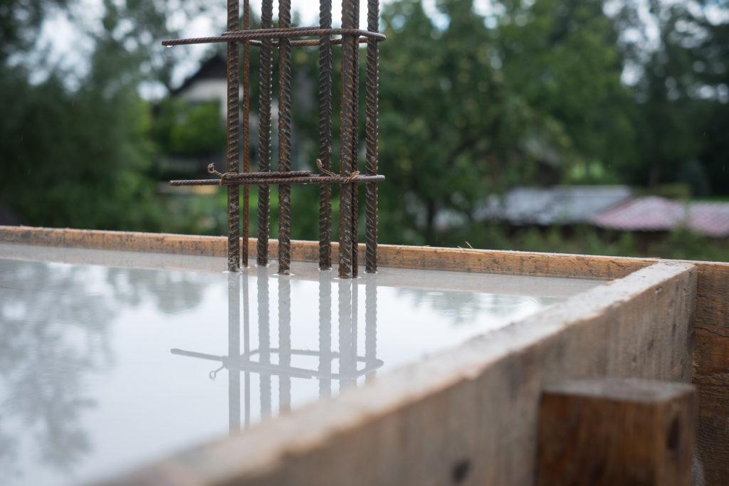 Aus diesen Stahlkäfigen werden später die Stützen für den Ringanker und den Dachstuhl