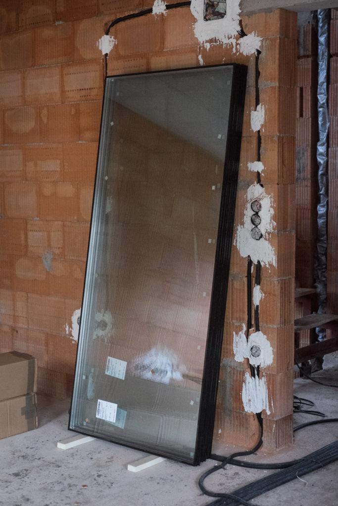 Die großen Scheiben für die feststehenden Fenster im Wohnzimmer