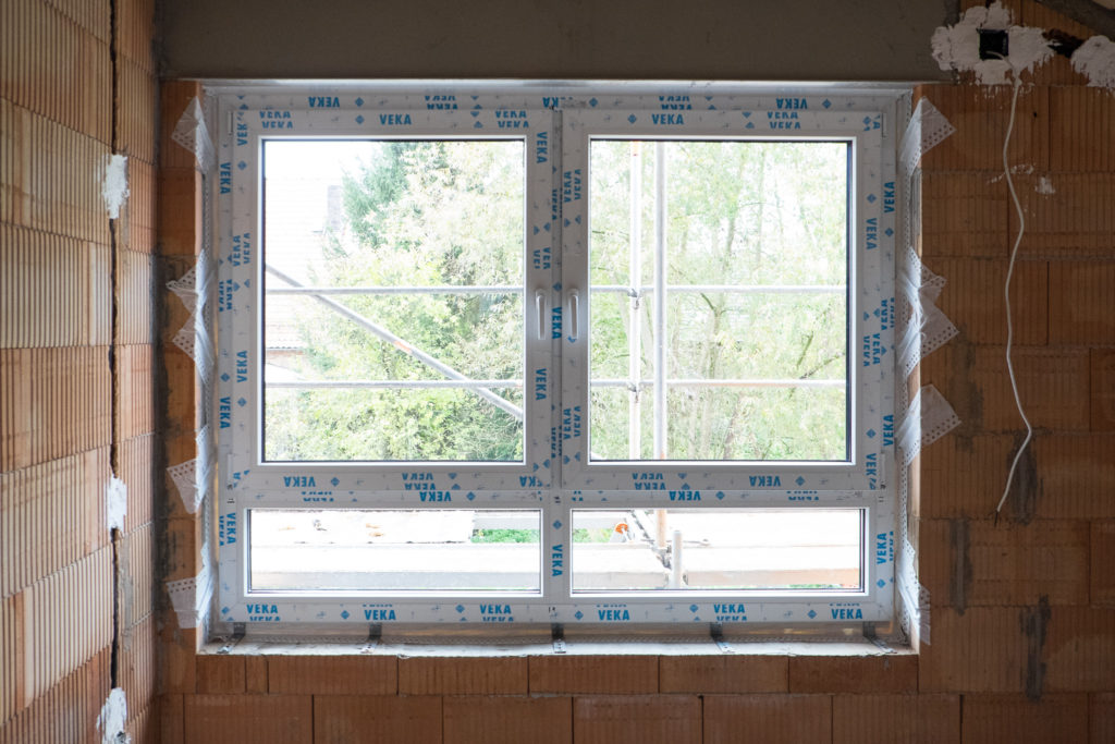 Großes Fenster in Kind 1