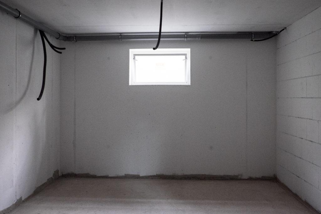 Frisch gestrichener Hauswirtschaftsraum im Keller