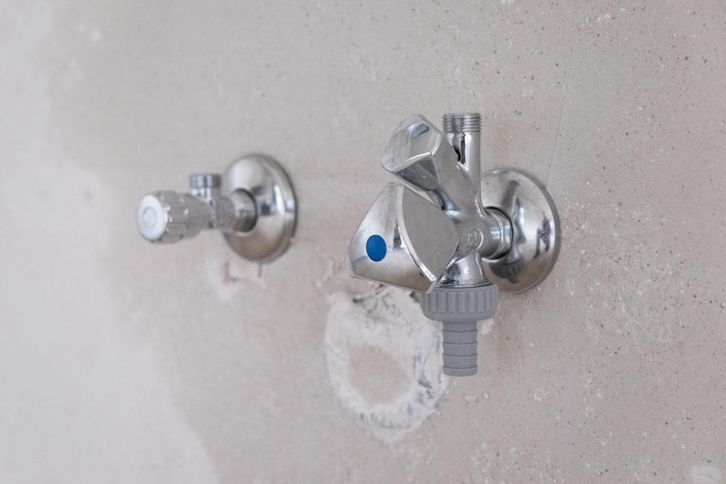 Eckventile und Wasserhahn für die Spülmaschine