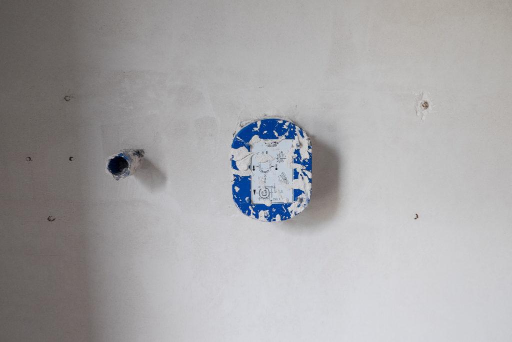 Die Befestigungsschrauben der Duscharmaturen...