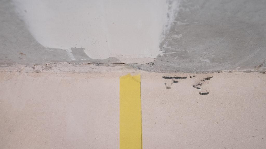Fehlstellen in der Betondecke: links vorher, rechts nachher