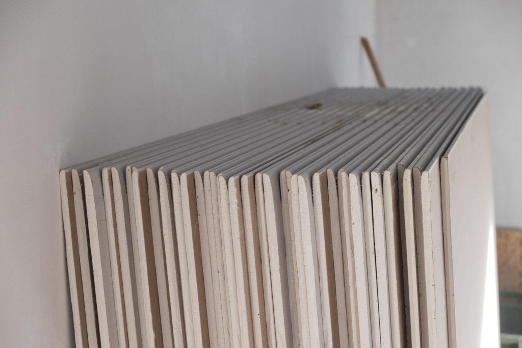 Materiallager des Trockenbauers: Rigips...