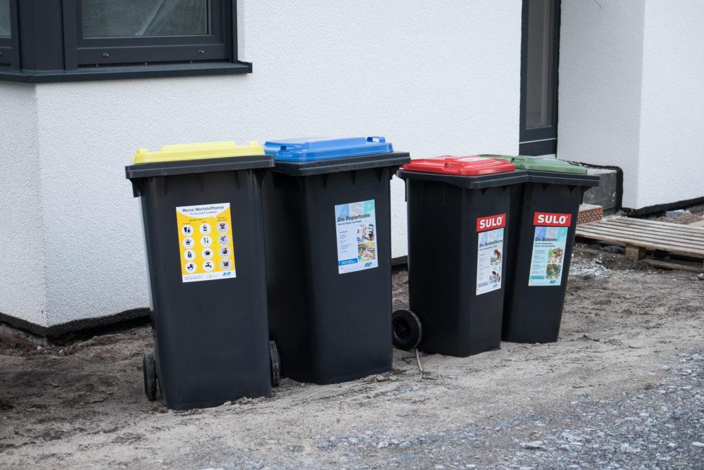Mülltonnen (Gelb, Papier, Normal, Grün)