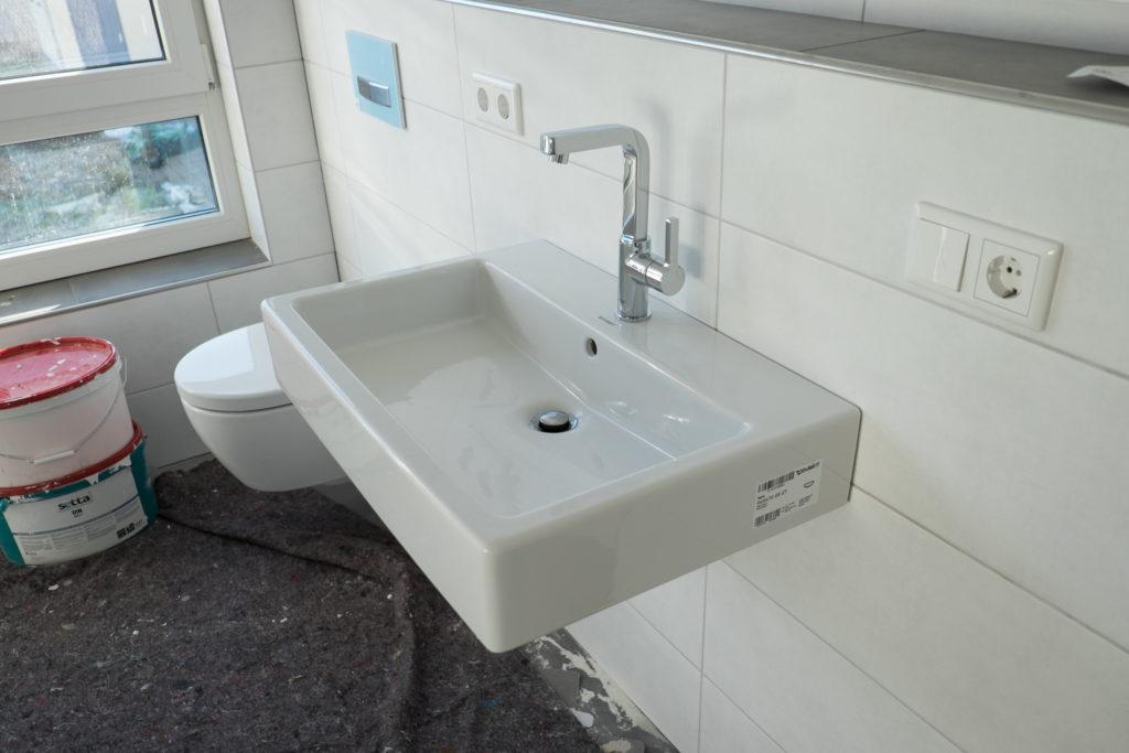 ... und im Bad (hier in 70cm und mit Lineare in groß) installiert.