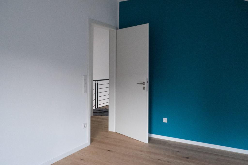 Kinderzimmer mit Tür