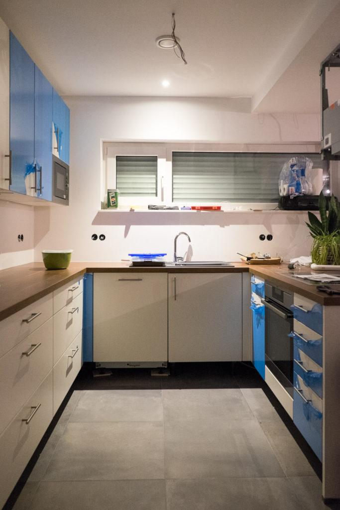 Blick in unsere Küche (noch teilweise mit blauer Schutzfolie)