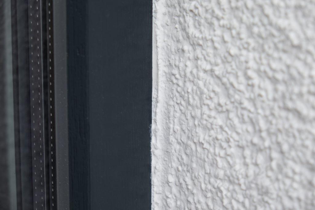 Putzanschluss an den Rahmen der Haustür