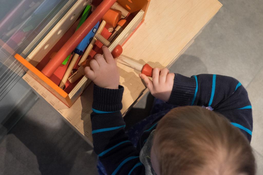 Der Bauleiter hilft und bastelt nebenbei an eigenen Projekten.