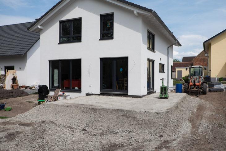Verdichteter Schotterunterbau für die Terrasse