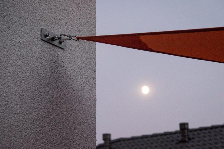 Befestigungsplatte im Mondschein